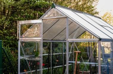 Ein Gewächshaus aus Glas